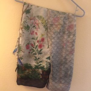 AUTHENTIC GUCCI 100% SILK FLORAL REVERSIBLE SHAWL